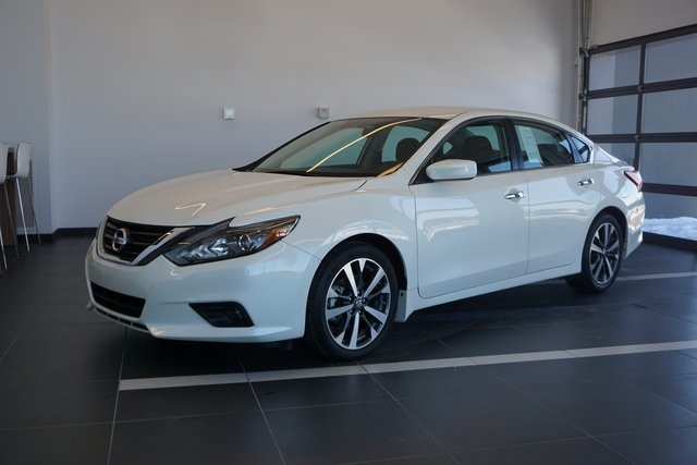 pre-owned 2017 nissan altima 2.5 sr 4d sedan in canton #mr148348